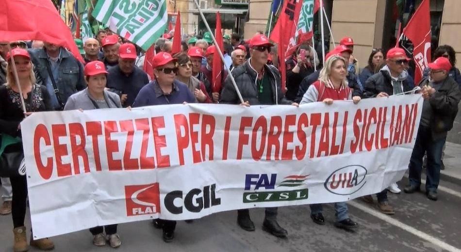 Forestali, stabilizzazione in alto mare. Sulle proposte la Regione tace