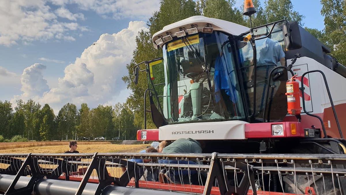 Dalla Russia i primi trattori-robot guidati dall'intelligenza artificiale