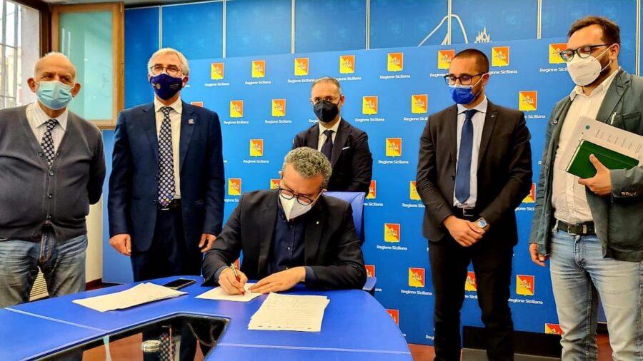 firma accordo avvoltoio grifone
