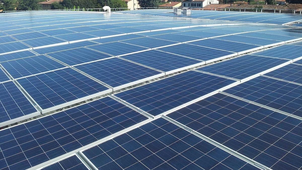 Algovoltaico, come integrare tecnologia solare e coltura di microalghe